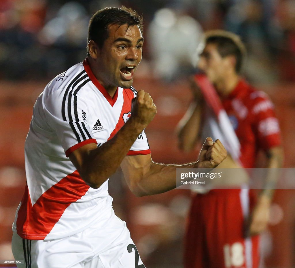 <a gi-track='captionPersonalityLinkClicked' href=/galleries/search?phrase=Gabriel+Mercado&family=editorial&specificpeople=4110696 ng-click='$event.stopPropagation()'>Gabriel Mercado</a> of River Plate celebrates after scoring the opening goal during a match between Argentinos Juniors and River Plate as part of 18th round of Torneo Final 2014 at Diego Armando Maradona Stadium on May 11, 2014 in Buenos Aires, Argentina.