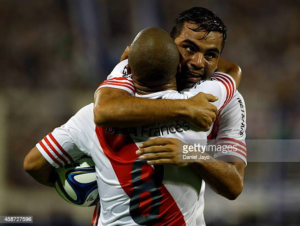 Gabriel Mercado of River Plate celebrates with teammate Carlos Sanchez after scoring during a match between Velez Sarsfield and River Plate as part...