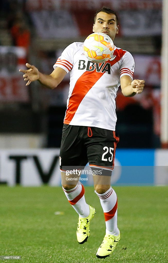 <a gi-track='captionPersonalityLinkClicked' href=/galleries/search?phrase=Gabriel+Mercado&family=editorial&specificpeople=4110696 ng-click='$event.stopPropagation()'>Gabriel Mercado</a> of River Plate controls the ball during a first leg match between River Plate and Liga Deportiva Universitaria de Quito as part of round of 16 of Copa Sudamericana 2015 at Monumental Antonio Vespucio Liberti Stadium on September 23, 2015 in Buenos Aires, Argentina.