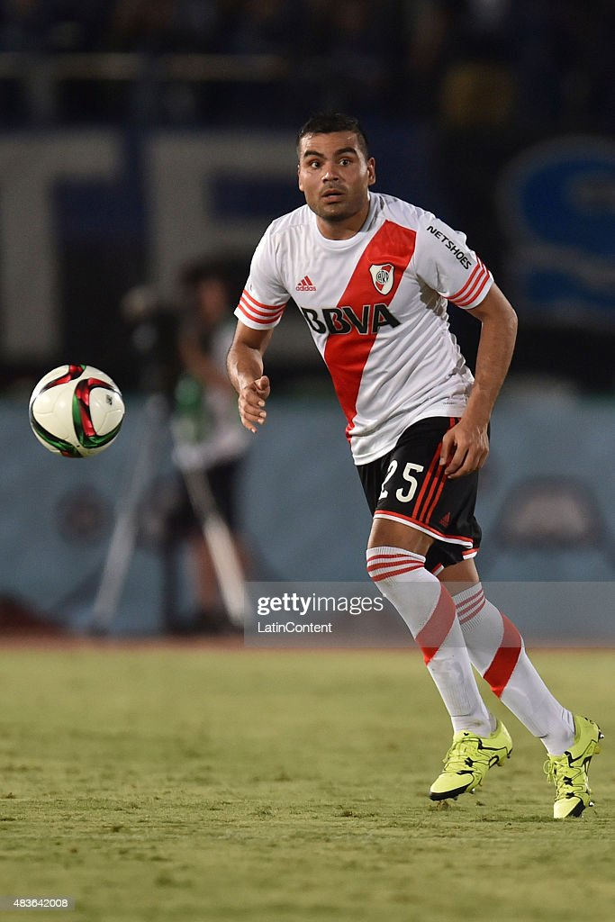 <a gi-track='captionPersonalityLinkClicked' href=/galleries/search?phrase=Gabriel+Mercado&family=editorial&specificpeople=4110696 ng-click='$event.stopPropagation()'>Gabriel Mercado</a> of River Plate controls the ball during a match between Gamba Osaka and River Plate as part of Suruga Bank Championship at Osaka Expo '70 Stadium on August 11, 2015 in Suita, Japan.