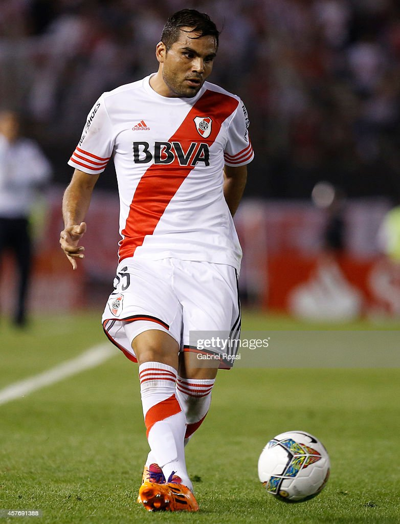 <a gi-track='captionPersonalityLinkClicked' href=/galleries/search?phrase=Gabriel+Mercado&family=editorial&specificpeople=4110696 ng-click='$event.stopPropagation()'>Gabriel Mercado</a> of River Plate drives the ball during a second leg match between River Plate and Libertad as part of round of 16 of Copa Total Sudamericana 2014 at Monumental Antonio Vespucio Liberti Stadium on October 22, 2014 in Buenos Aires, Argentina.