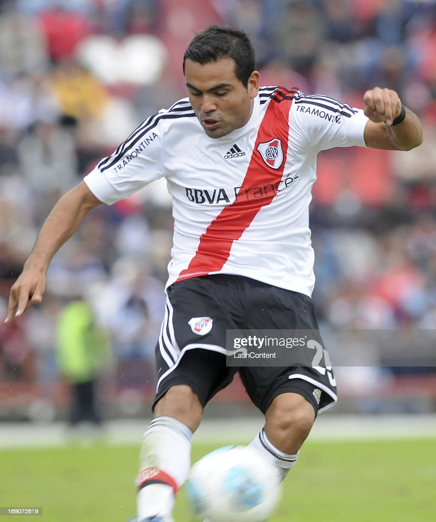 Gabriel Mercado of River Plate in action during a match between Union de Santa Fe and River Plate as part of the Torneo Final 2013 at 15 de Abril stadiun on May 19, 2013 in Santa Fe, Argentina.