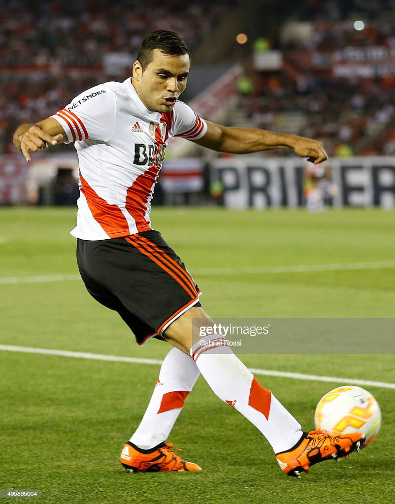 <a gi-track='captionPersonalityLinkClicked' href=/galleries/search?phrase=Gabriel+Mercado&family=editorial&specificpeople=4110696 ng-click='$event.stopPropagation()'>Gabriel Mercado</a> of River Plate kicks the ball during a first leg match between River Plate and Huracan as part of Semi Finals of Copa Sudamericana 2015 at Monumental Antonio Vespucio Liberti Stadium on November 05, 2015 in Buenos Aires, Argentina.