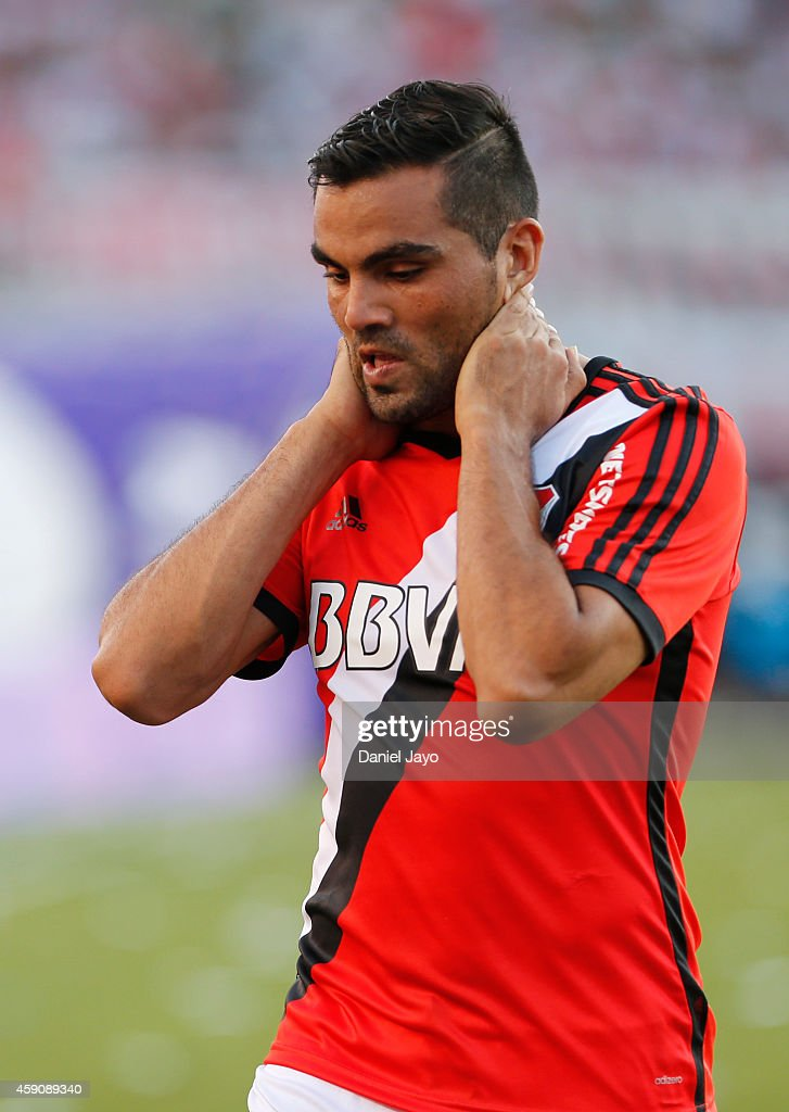 <a gi-track='captionPersonalityLinkClicked' href=/galleries/search?phrase=Gabriel+Mercado&family=editorial&specificpeople=4110696 ng-click='$event.stopPropagation()'>Gabriel Mercado</a> of River Plate leaves the field at the end of the first half during a match between River Plate and Olimpo as part of 16th round of Torneo de Transicion 2014 at Monumental Antonio Vespucio Liberti Stadium on November 16, 2014 in Buenos Aires, Argentina.