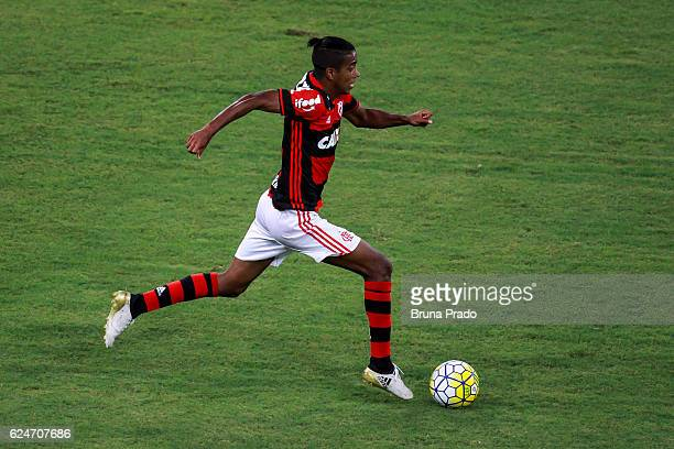 Gabriel of Flamengo runs for the ball during the Brasileirao Series A 2016 match between Flamengo and Coritiba at Maracana Stadium on November 20...