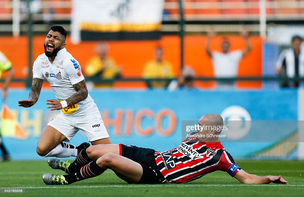 Gabriel (L) of Santos and Maicon of Sao Paulo in action during the match between Santos and Sao Paulo for the Brazilian Series A 2016 at Pacaembu stadium on June 26, 2016 in Sao Paulo, Brazil.