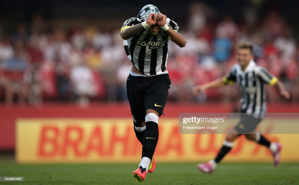Gabriel of Santos celebrates scoring the first goal during the match between Sao Paulo and Santos for the Brazilian Series A 2014 at Estadio do Morumbi on August 24, 2014 in Sao Paulo, Brazil.
