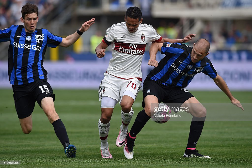 <a gi-track='captionPersonalityLinkClicked' href=/galleries/search?phrase=Gabriel+Paletta&family=editorial&specificpeople=747556 ng-click='$event.stopPropagation()'>Gabriel Paletta</a> (R) of Atalanta BC competes with <a gi-track='captionPersonalityLinkClicked' href=/galleries/search?phrase=Carlos+Bacca&family=editorial&specificpeople=6724246 ng-click='$event.stopPropagation()'>Carlos Bacca</a> of AC Milan during the Serie A match between Atalanta BC and AC Milan at Stadio Atleti Azzurri d'Italia on April 3, 2016 in Bergamo, Italy.