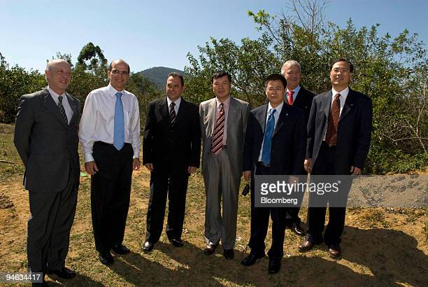 Gabriel Stoliar left to right Cia Vale do Rio Doce executive director of planning and management Edval Jose Petri Anchieta Mayor Zhao Kun vice...