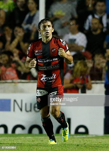 Gabriel Vargas of Patronato celebrates after scoring the first goal of his team during a match between Patronato and River Plate as part of Torneo...