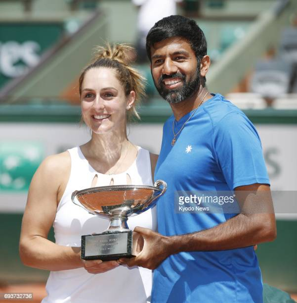 Gabriela Dabrowski of Canada and Rohan Bopanna of India pose with the trophy after winning the mixed doubles final against AnnaLena Groenefeld of...