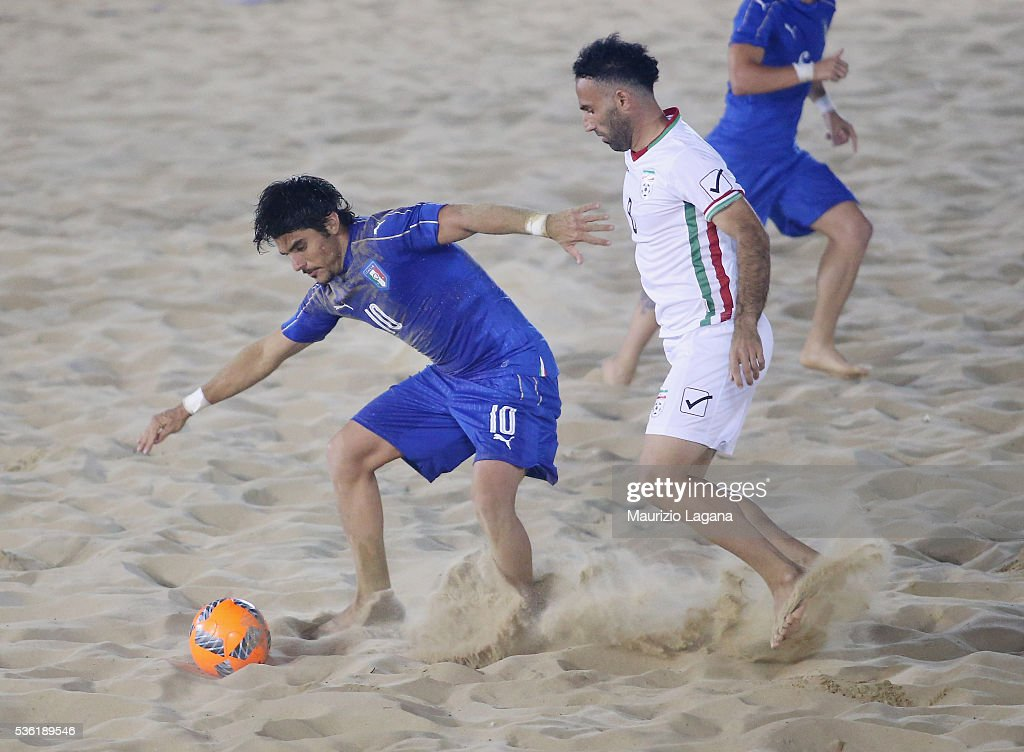 Gabriele Gori (L) of Italy competes for the ball with Naderi of Iran during the beach soccer international frienldy between Italy and Iran on May 31, 2016 in Catania, Italy.