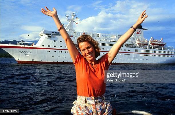 Gaby Dohm am Rande der Dreharbeiten zur ZDFReihe 'Traumschiff' Folge 14 'Bali' Indonesien Asien Kreuzfahrt Kreuzfahrtschiff Schiff MS 'Berlin' Tender...