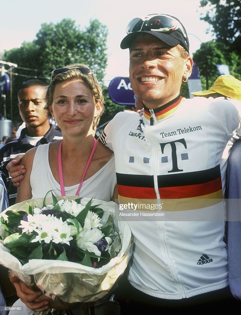 Gaby Weiss girlfriend of leader of the Deutsche Telekom team German Jan Ullrich stands with Jan Ullrich at the beginning of the last stage of the...