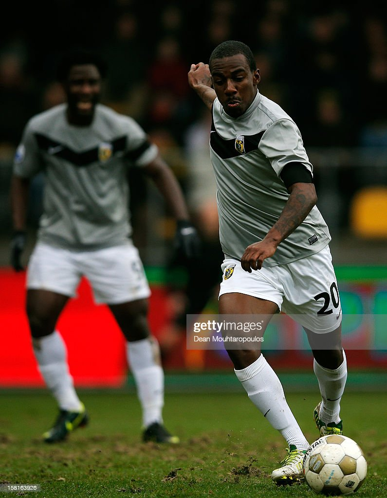 <a gi-track='captionPersonalityLinkClicked' href=/galleries/search?phrase=Gael+Kakuta&family=editorial&specificpeople=5088823 ng-click='$event.stopPropagation()'>Gael Kakuta</a> of Vitesse in action during the Eredivisie match between VVV Venlo and Vitesse Arnhem at the Seacon Stadion De Koel on December 9, 2012 in Venlo, Netherlands.