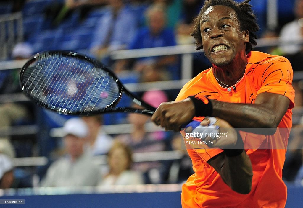 Gael Monfils of France returns a shot to John Isner of the US during their 2013 US Open men's singles match at the USTA Billie Jean King National Tennis Center August 29, 2013 in New York. AFP PHOTO/Stan HONDA