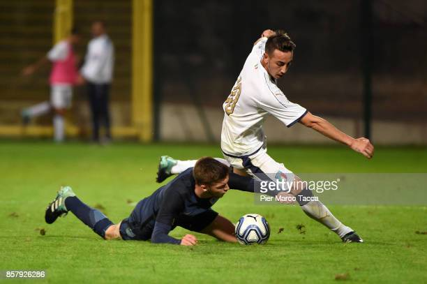 Gaetano Castrovilli of Italy U20 competes for the ball with Sam Field of England U20 during the 8 Nations Tournament match between Italy U20 and...