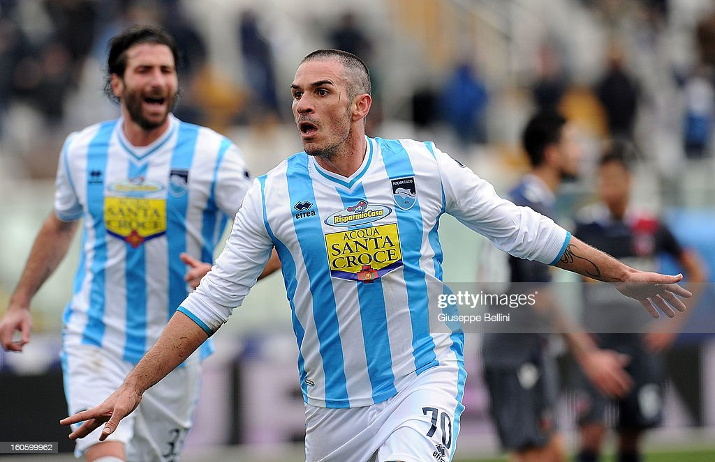Gaetano D'Agostino of Pescara celebrates after scoring the goal 2-1 during the Serie A match between Pescara and Bologna FC at Adriatico Stadium on February 3, 2013 in Pescara, Italy.