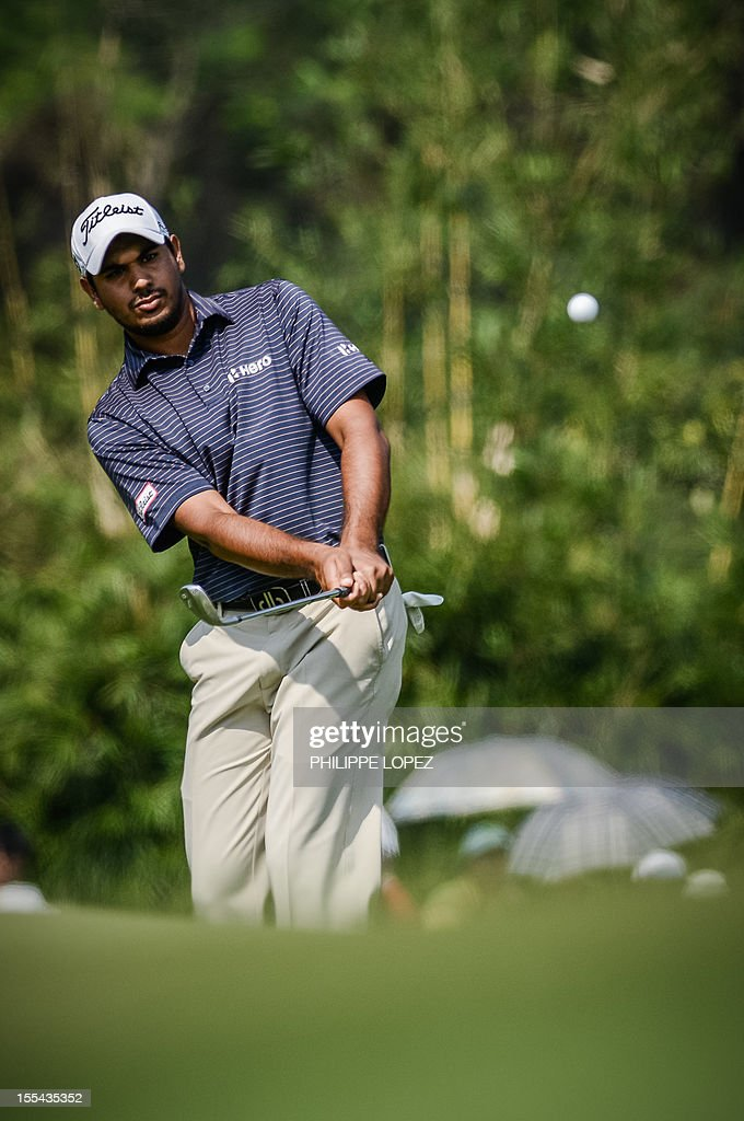 Gaganjeet hullar of India eyes a shot during the last round of the WGC-HSBC Champions golf tournament held on the Olazabal Course at Mission Hill Golf Club in Dongguan on November 4, 2012. AFP PHOTO / Philippe Lopez