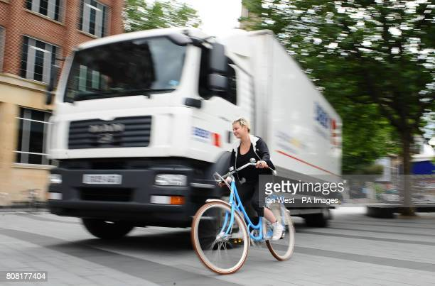 Gail Porter launches a new campaign to raise awareness of the danger to cyclists from HGV's called 2 Way Street which is calling for more cycle lanes...