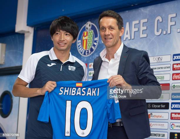 Gaku Shibasaki holds his new jersey with Ramon Planes Sports Director of Getafe CF SAD during an unveiling to the press at Coliseum Alfonso Perez on...