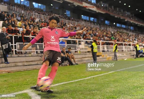 Gaku Shibasaki of CD Tenerife takes a corner kick during the La Liga Segunda Division match between Rayo Vallecano and CD Tenerife at Estadio de...