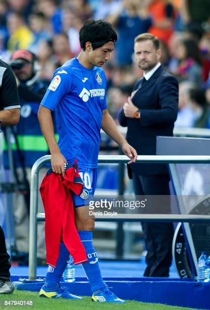 Gaku Shibasaki of Getafe comes off injured during the La Liga match between Getafe and Barcelona at Coliseum Alfonso Perez on September 16 2017 in...