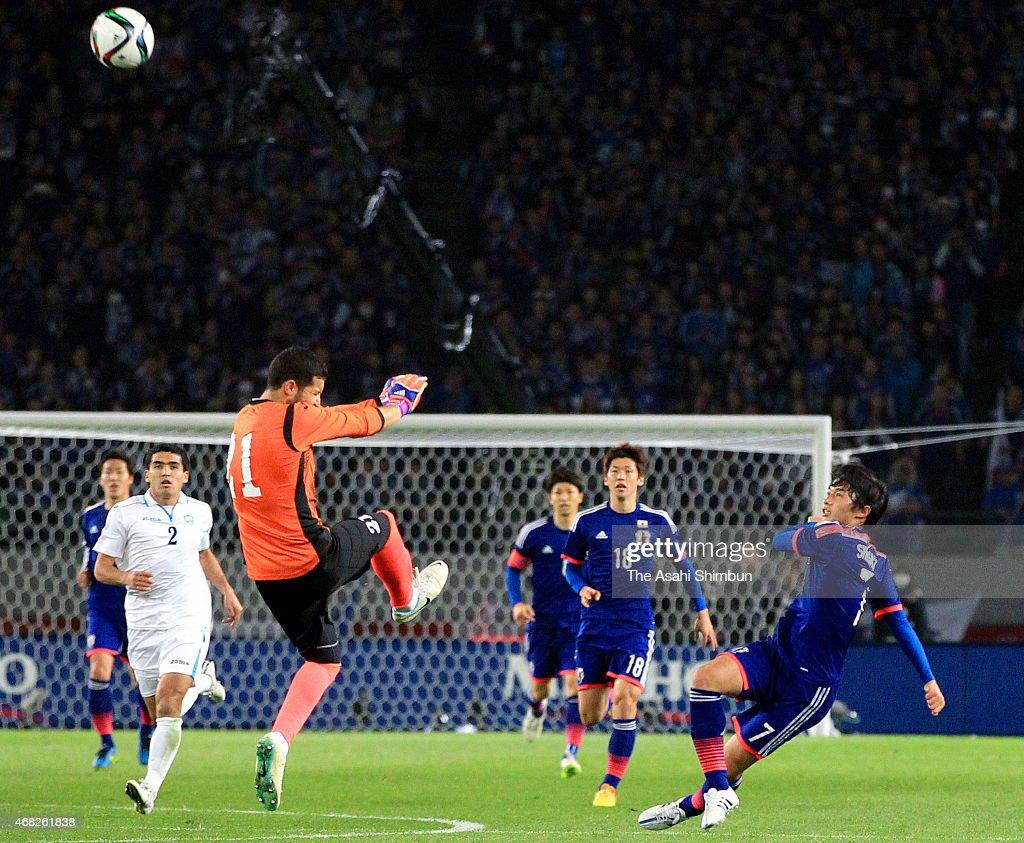 Gaku Shibasaki of Japan scores his team's third goal during the international friendly match between Japan and Uzbekistan at Ajinomoto Stadium on March 31, 2015 in Chofu, Tokyo, Japan.