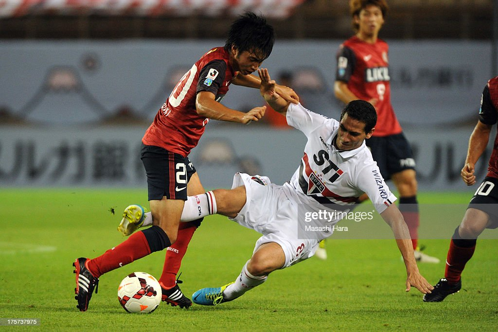 <a gi-track='captionPersonalityLinkClicked' href=/galleries/search?phrase=Gaku+Shibasaki&family=editorial&specificpeople=6392823 ng-click='$event.stopPropagation()'>Gaku Shibasaki</a> #20 of Kashima Antlers (L) and Ganso #8 of Sao Paulo FC compete for the ball during the Suruga Bank Championship match between Kashima Antlers and Sao Paulo FC at Kashima Soccer Stadium Stadium on August 7, 2013 in Kashima, Ibaraki, Japan.