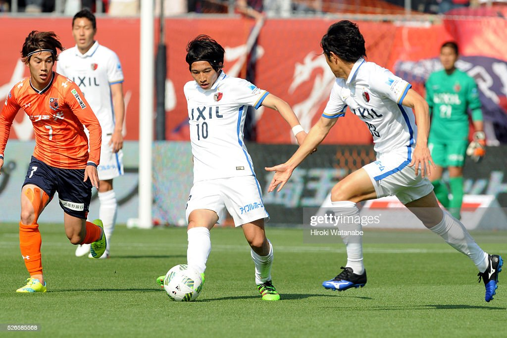 <a gi-track='captionPersonalityLinkClicked' href=/galleries/search?phrase=Gaku+Shibasaki&family=editorial&specificpeople=6392823 ng-click='$event.stopPropagation()'>Gaku Shibasaki</a> of Kashima Antlers in action during the J.League match between Omiya Ardija and Kashima Antlers at Nack 5 Stadium Omiya on April 30, 2016 in Saitama, Japan.