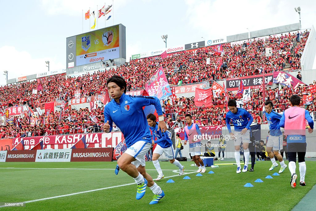 <a gi-track='captionPersonalityLinkClicked' href=/galleries/search?phrase=Gaku+Shibasaki&family=editorial&specificpeople=6392823 ng-click='$event.stopPropagation()'>Gaku Shibasaki</a> of Kashima Antlers warm up prior to the J.League match between Omiya Ardija and Kashima Antlers at Nack 5 Stadium Omiya on April 30, 2016 in Saitama, Japan.
