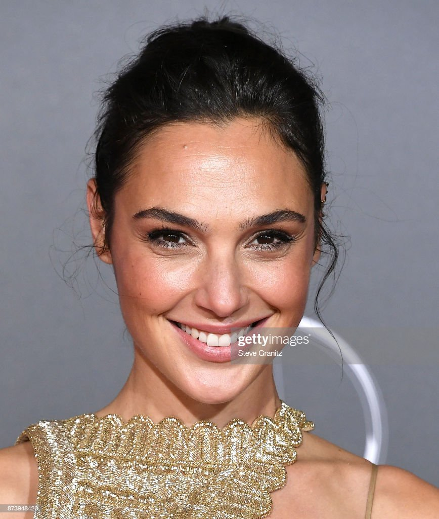 Gal Gadot arrives at the Premiere Of Warner Bros. Pictures' 'Justice League' at Dolby Theatre on November 13, 2017 in Hollywood, California.