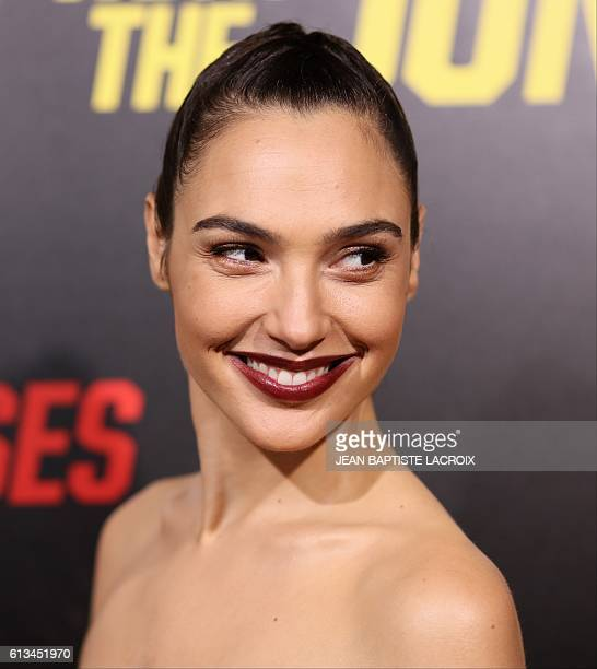 Gal Gadot attends 'Keeping up with the Joneses' in Los Angeles California on October 8 2016 / AFP / JEAN BAPTISTE LACROIX