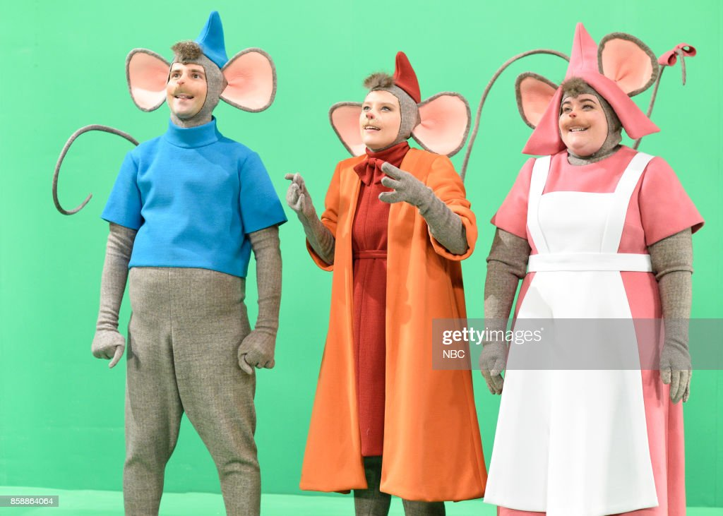 LIVE -- 'Gal Gadot' Episode 1727 -- Pictured: (l-r) Kyle Mooney, Kate McKinnon, Aidy Bryant as mice during 'The Princess & The Mice' in Studio 8H on October 7, 2017 --