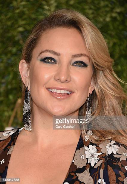 Gala cochair actress Kate Hudson attends the 2016 God's Love We Deliver Golden Heart awards dinner at Spring Studios on October 17 2016 in New York...