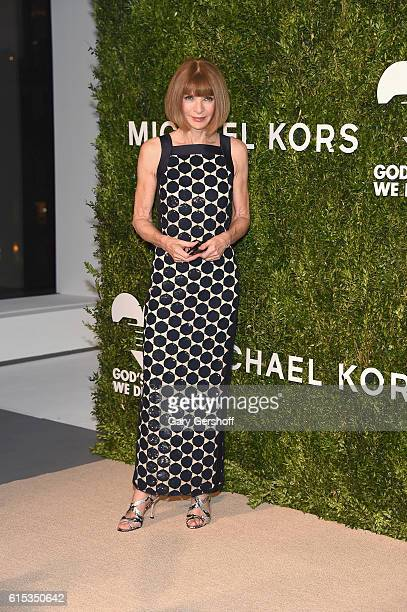 Gala cochair Anna Wintour attends the 2016 God's Love We Deliver Golden Heart awards dinner at Spring Studios on October 17 2016 in New York City