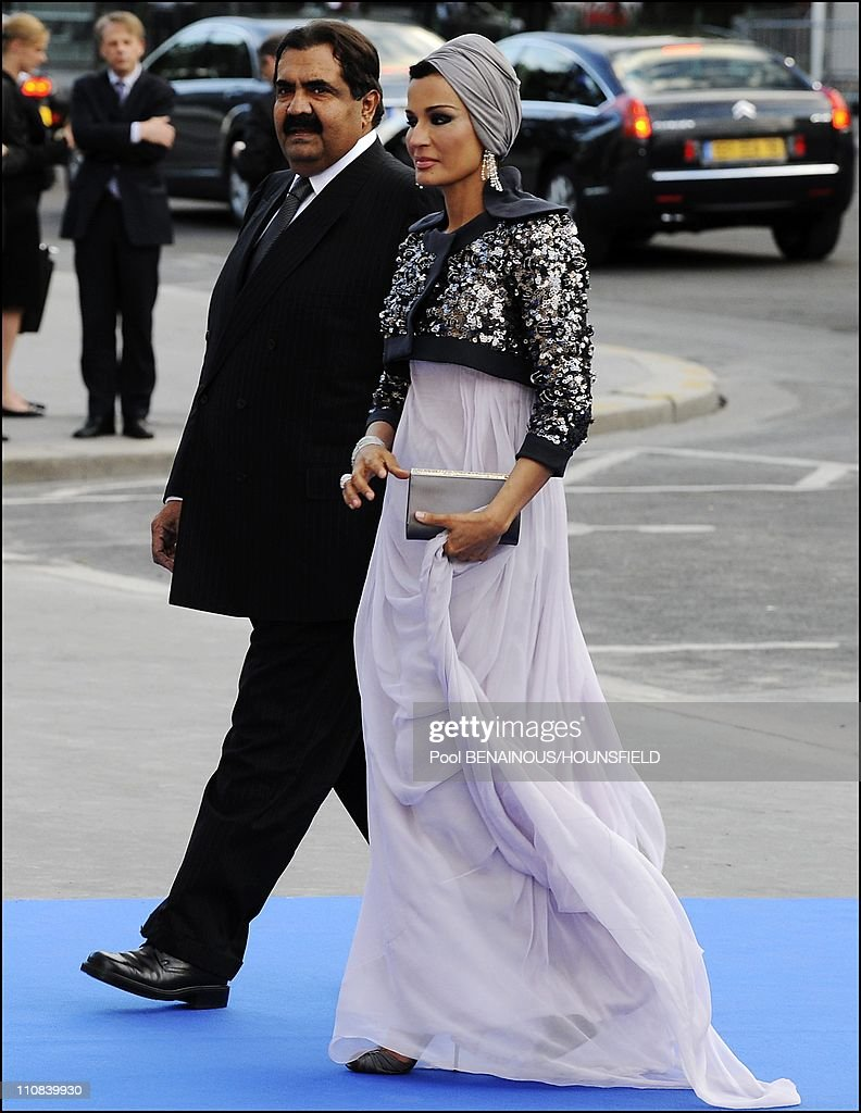 Gala Diner At The Petit Palais For The Paris' Union For The Mediterranean Founding Summit In Paris, France On July 13, 2008 - Qatar's Emir Sheikh Hamad Bin Khalifa Al Thani and his wife Sheikha Mozah.