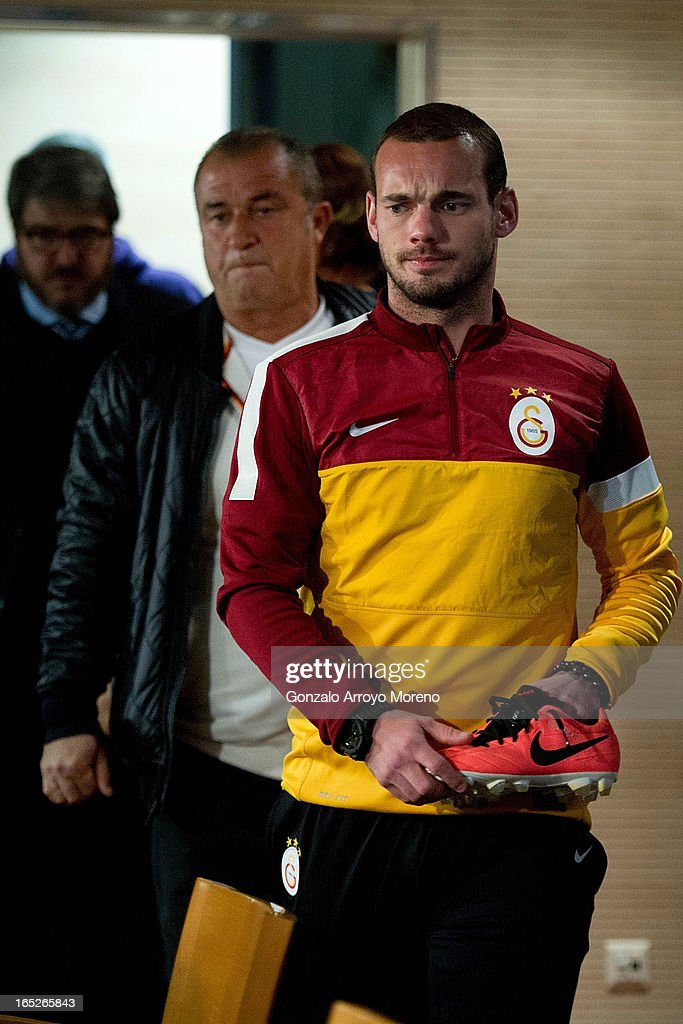 Galatasaray player <a gi-track='captionPersonalityLinkClicked' href=/galleries/search?phrase=Wesley+Sneijder&family=editorial&specificpeople=538145 ng-click='$event.stopPropagation()'>Wesley Sneijder</a> (R) enters to the press conference with his Nike shoes followed by Head coach <a gi-track='captionPersonalityLinkClicked' href=/galleries/search?phrase=Fatih+Terim&family=editorial&specificpeople=602376 ng-click='$event.stopPropagation()'>Fatih Terim</a> prior to start a press conference ahead of the UEFA Champions League Quarterfinal match between Real Madrid and Galatasaray AS at Santiago Bernabeu Stadium on April 2, 2013 in Madrid, Spain.