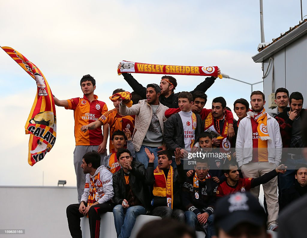 Galatasaray supporters wait for Dutch football player Wesley Sneijder's arrival at Ataturk airport, Istanbul on January 21, 2013. Dutch midfielder Wesley Sneijder said Monday he was 'very happy' to put his protracted departure from Inter Milan behind him as he left Serie A for Turkish giants Galatasaray on Monday. AFP PHOTO/STR