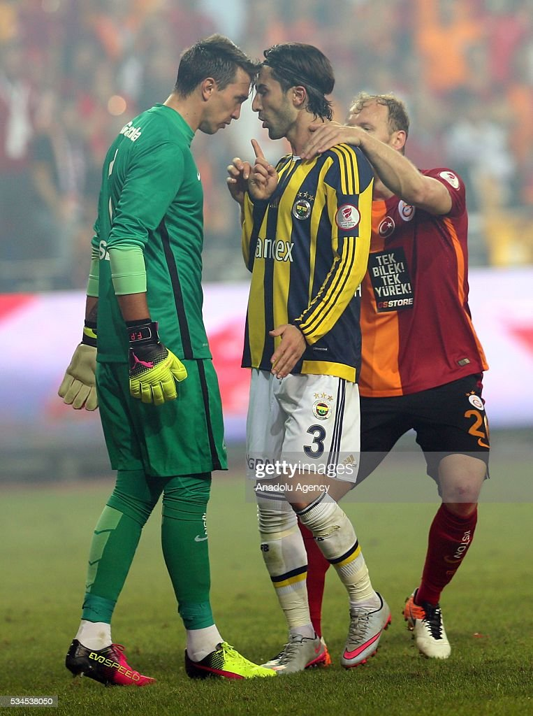 Galatasaray's goalkeeper Fernando Muslera (L) argues with Fenerbahce's Hasan Ali Kaldirim (C) during the Ziraat Turkish Cup Final match between Galatasaray and Fenerbahce at Antalya Ataturk Stadium in Antalya, Turkey on May 26, 2016.