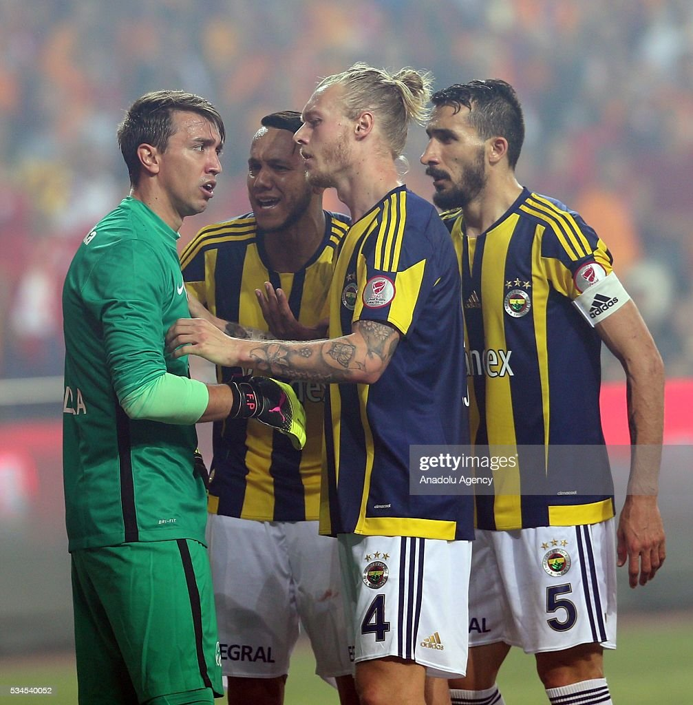 Galatasaray's goalkeeper Fernando Muslera (L) argues with Fenerbahce's Simon Kjaer (C) during the Ziraat Turkish Cup Final match between Galatasaray and Fenerbahce at Antalya Ataturk Stadium in Antalya, Turkey on May 26, 2016.
