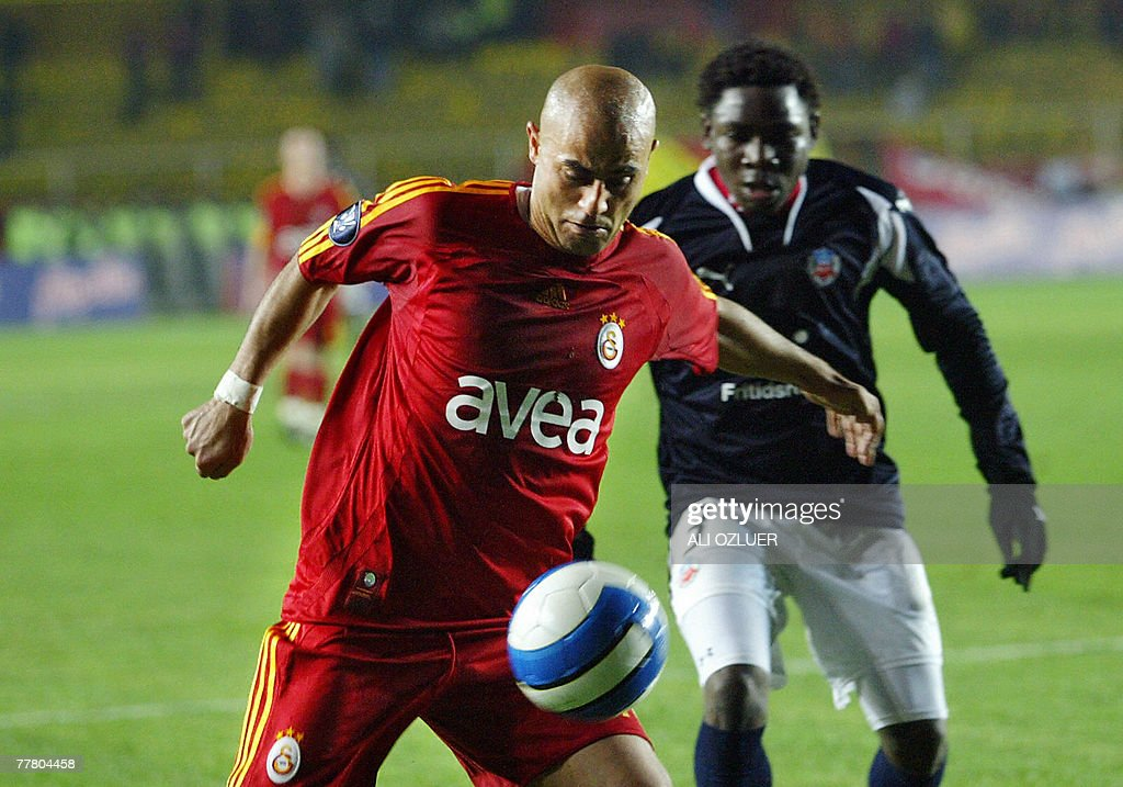 Galatasaray's Hasan Sas (L) fights for the ball with Helsingborg's Tomboura Adana during their UEFA Cup football match at Ali Samiyen Stadium, 08 November 2007, in Istanbul.
