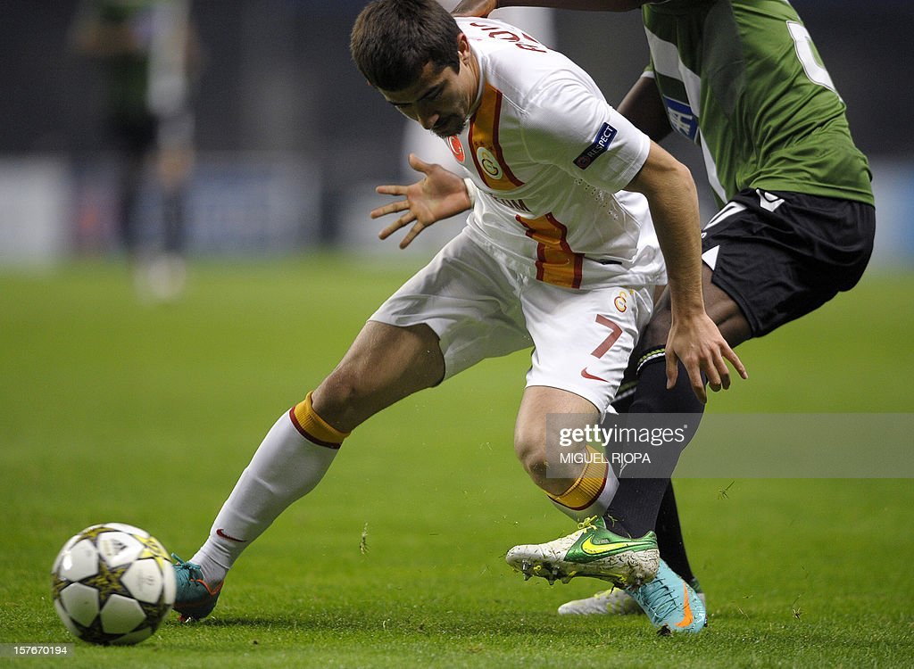 Galatasaray's midfielder Aydin Yilmaz (L) vies with a player of SC Braga during the UEFA Champions League Group H football match SC Braga vs Galatasaray at the AXA Stadium in Braga, northern Portugal, on December 5, 2012.