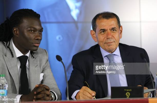Galatasaray's new signing Bafetimbi Gomis attends the signing ceremony with Galatasaray Sports Club President Dursun Ozbek at Turk Telekom Stadium in...