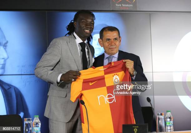 Galatasaray's new signing Bafetimbi Gomis poses for a photo during the signing ceremony with Galatasaray Sports Club President Dursun Ozbek at Turk...