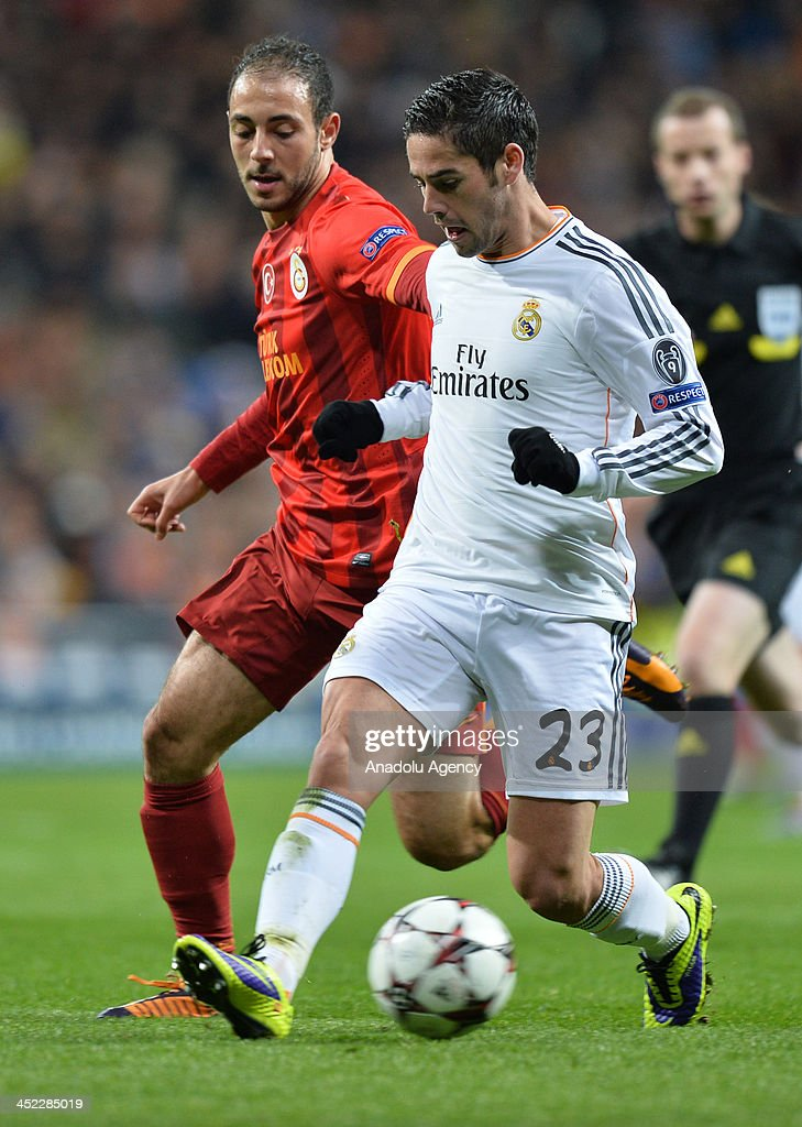 Galatasaray's Nordin Amrabat (L) vies with Real Madrid's Isco (R) during the UEFA Champions League football match between Real Madrid vs Galatasaray at the Santiago Bernabeu Stadium on November 27, 2013 in Madrid.