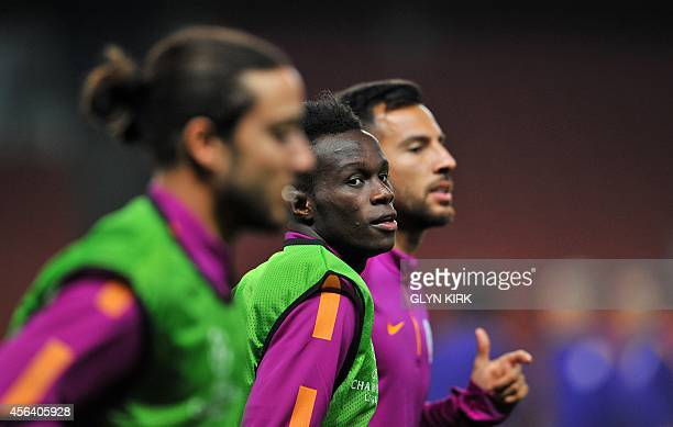 Galatasaray's Portuguese striker Bruma warms up during a training session at the Emirates Stadium North London on September 30 ahead of Galatasaray's...