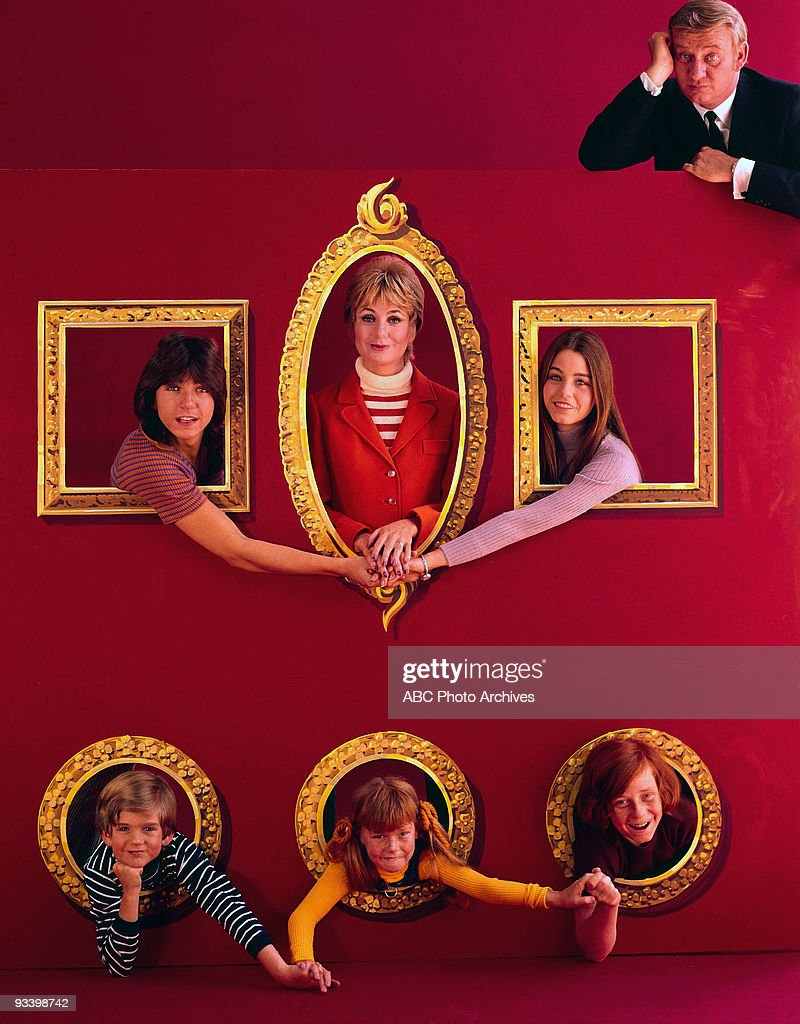 FAMILY - 'Gallery' 1971 David Cassidy, Brian Forster, Shirley Jones, Suzanne Crough, Susan Dey, Danny Bonaduce, Dave Madden
