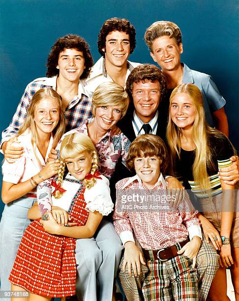 BUNCH gallery Season Five 9/14/73 Pictured top row Christopher Knight Barry Williams Ann B Davis middle row Eve Plumb Florence Henderson Robert Reed...