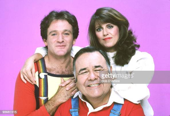 MORK MINDY gallery Season four 10/8/81 The fourth season brought a surprising development to the series when Mork married Mindy and he gave birth to...